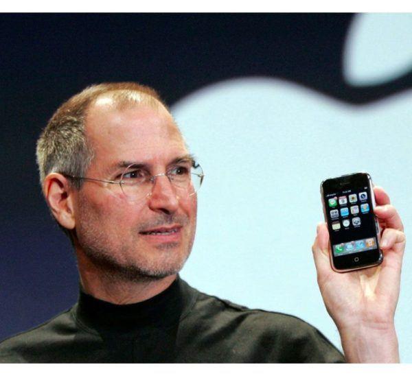 iphone 1 bill gates 600x548 - iPhone (1st generation) - Full Phone Information