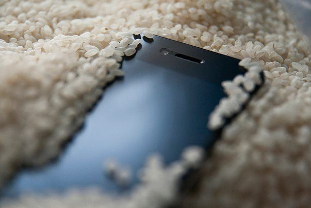 Fix iPhone water damage: iPhone and Rice