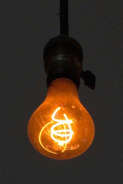 plob 01 lamp113 400x600 - Planned Obsolescence: Phenomenon Description