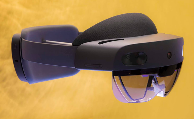 Microsoft HoloLens 3 - for private clients.