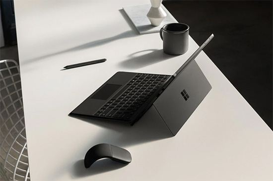 Set the angle that works best for you: simply adjust the built-in Kickstand for the perfectly titled writing and drawing position with Surface Pen and touch.